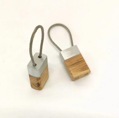 Porte-clés Chêne massif et aluminium avec attache par câble